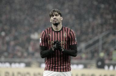 Lyon e Valencia começam sondar situação de Lucas Paquetá no Milan