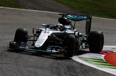 Lewis Hamilton averaged low 1m 27s in his race pace simulations, about the same as Nico Rosberg (Image Credit: F1.com)