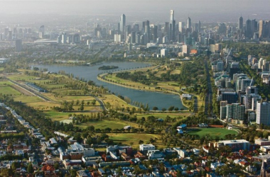 The Albert Park track is set around a lake and is made up of track and public roads. (Image Credit: visitvictoria.com)