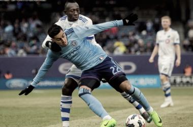 Dominic Oduro and Ronald Matarrita battling for possession. | Photo: AP Photo/Andres Kudacki