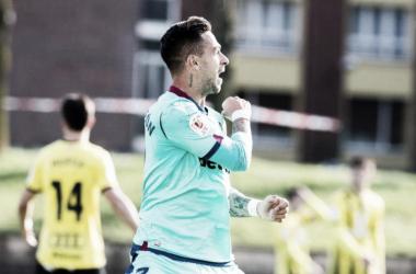 Sergio León celebra uno de sus goles ante el Portugalete / Fuente: levanteud.com