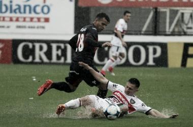 Iritier, quien debutó esta mañana, disputando la pelota | Foto: Los Andes.