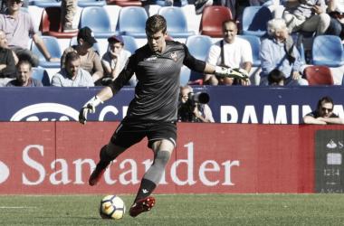 Raúl Fernández jugando con el Levante UD. Fuente: Levanteud.com