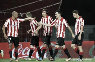 Los jugadores del Athletic celebran el 2-0 ante el Villarreal, obra de Aduriz.   Foto: Athletic.