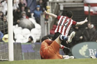 Susaeta anota y celebra el primero de sus goles a la Real Sociedad.   Foto: Athletic.