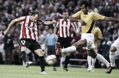 Joseba Etxeberria remata ante el Nacional en la temporada 2009/2010. | Foto: Athletic.