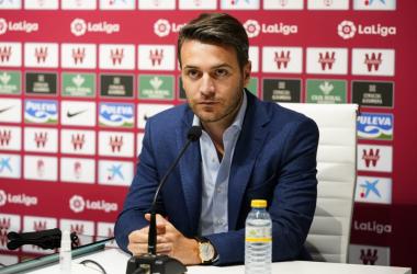 Fran Sánchez durante una rueda de prensa del Granada. Foto: Pepe Villoslada / Granada CF.