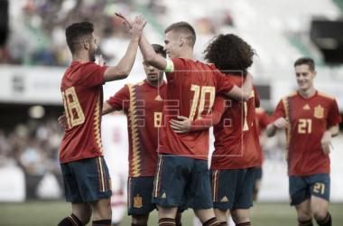España 2-0 Montenegro: 'La Rojita' abrocha un arranque perfecto