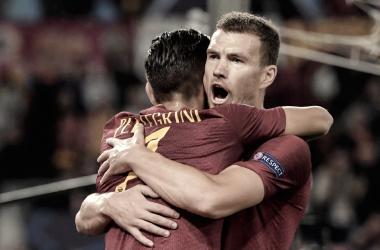Dzeko, celebrando su gol con Pellegrini.| Foto: AS Roma.