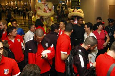 Los rojiblancos no pararon de firmar autógrafos y posar con los aficionados. (Foto: Atlético de Madrid).