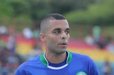 Héctor González abrió el marcador a los 27 minutos, con un tiro libre.