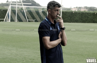 Imanol Alguacil en el terreno del juego del Sanse | Imagen: Giovanni Batista - VAVEL