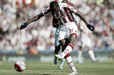 Gianelli Imbula opens the scoring for Stoke. (Photo: The Sun)