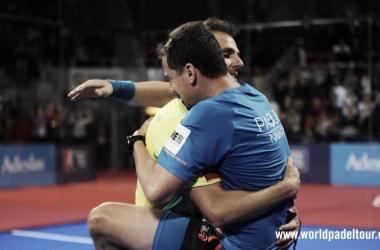 Abrazo final de Paquito y Juan I Foto: wpt