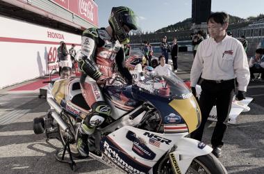 Cal Crutchlow en la moto de Eddie Lawson / Foto: LCR Honda
