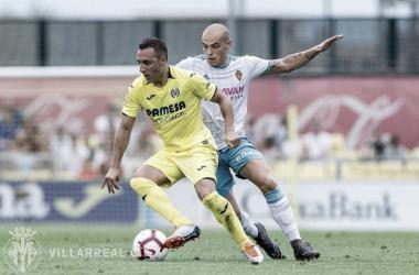 Cazorla tratando de llevarse el balón   Fotografía: Villarreal CF