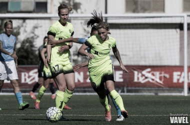Midfielder Jess Fishlock (right) of Seattle Reign in a match against Sky Blue FC. (Source: Brandon Farris/VAVEL USA)