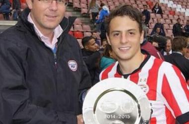 Santiago Arias elegido como la figura del encuentro en el triunfo del PSV al Excelsior