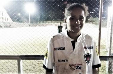 Um dos destaques do jogo, Rayza ainda acabou expulsa (Foto: Isabelly Morais/VAVEL Brasil)