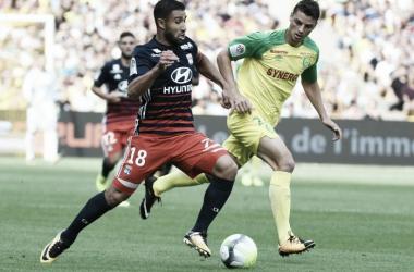 Ex-Chape, Andrei Girotto atuou apenas no primeiro tempo (Foto: Divulgação/Lyon)