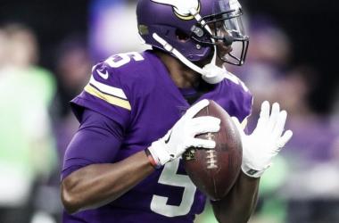 Teddy Bridgewater se dispone a lanzar. Fuente: Minnesota Vikings