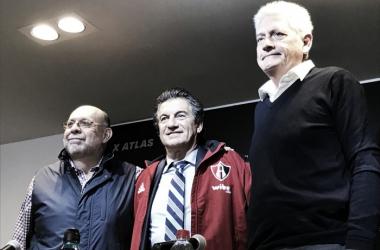 Los altos mandos del equipo presentaron a Romano   Foto: Atlas FC