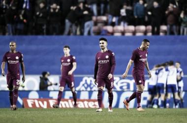 Los jugadores Citizens se lamentan tras el gol del Wigan | FOTO: Manchester City