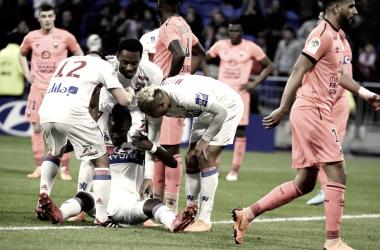 Los jugadores del Lyon celebrando el gol de Traoré | Foto del Olympique de Lyon