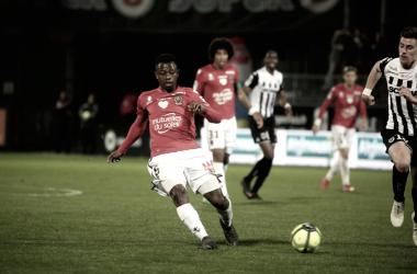 Angers y Niza se reparten el premio en un gran partido