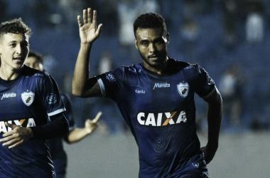 Londrina supera Coritiba em jogo movimentado e se recupera na Série B