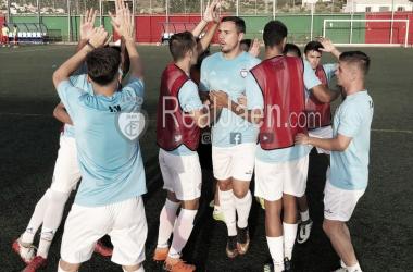 Jugadores del Real Jaén se animan durante el calentamiento (Foto: Real Jaén - Best photo soccer)