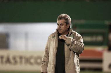 "Segundo o treinador, a arbitragem ""inverteu os critérios"" no lance do gol do Sport (Sirli Freitas/Chapecoense)"