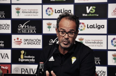 Álvaro Cervera en rueda de prensa. Fuente: cádizcf.com