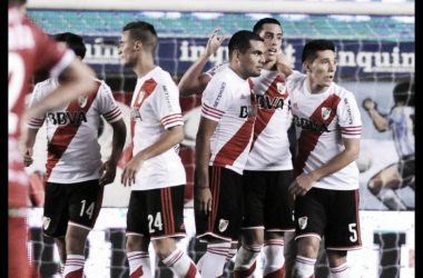 River festejando su triunfo ante AAAJ de visitante (Foto: River Plate Oficial).