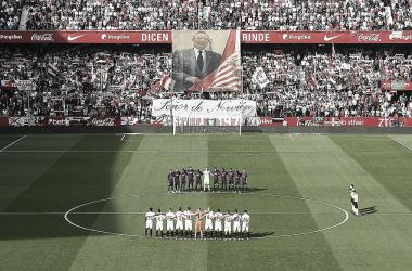 Homenaje al fallecido ex-presidente sevillista Roberto Alés   Foto: Sevilla FC