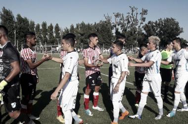 Saludos entre ambos equipos. Foto: Prensa Los Andes