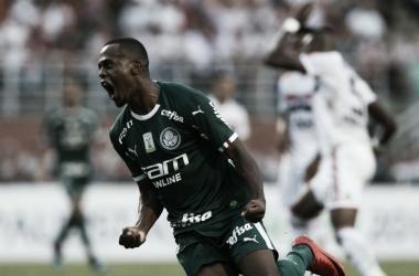 Carlos Eduardo comemorando seu gol contra o São Paulo (Foto: Divulgação/Palmeiras)