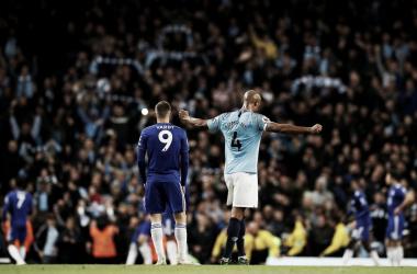 Kompany repete 2012, marca gol decisivo e deixa Man City a uma vitória do título inglês