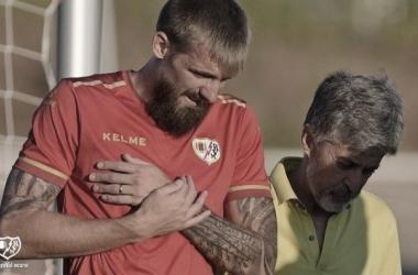 Saveljich en el momento de lesionarse durante un entrenamiento con el Rayo Vallecano. | Foto: Rayo Vallecano S.A.D.