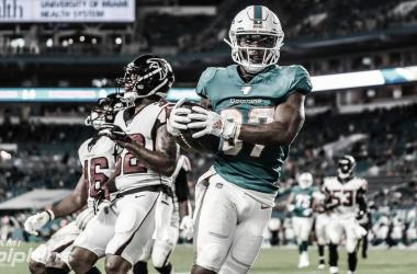 Myles Gaskin anota su primer touchdown en la NFL. El corredor drafteado este año tuvo una gran presentación ante su gente. (Imagen: Dolphins.com)