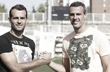 Iván y Antonio Amaya posando juntos en la Ciudad Deportiva. | Foto: Rayo Vallecano S.A.D.