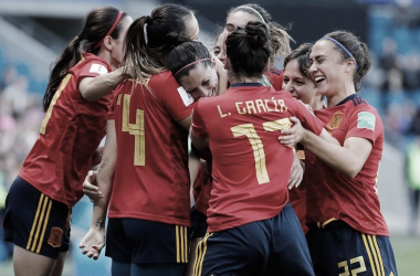 Las jugadoras celebran un gol de Jenni Hermoso / Foto: @Sefutbolfem