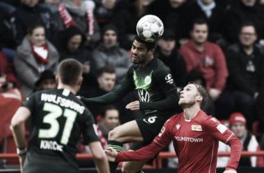 Em mais um jogo com protestos na Bundesliga, Union Berlin e Wolfsburg empatam na capital