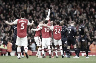 Lacazette marca e Arsenal vence West Ham na estreia de Pablo Marí na Premier League.