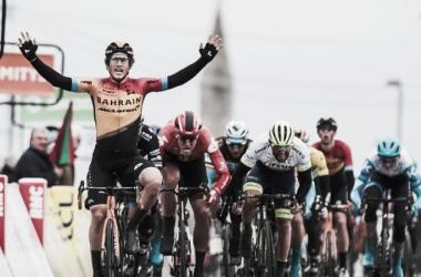 Iván García derrota a Sagan en la tercera etapa de la Paris Niza