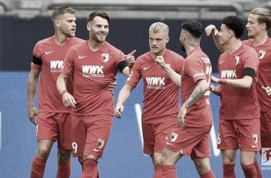 Augsburg surpreende fora de casa, quebra jejum e amplia fase ruim do Schalke