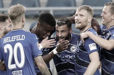Arminia Bielefeld goleia Dresden, encaminha título da 2.Bundesliga e fica a um passo do acesso