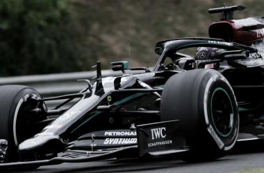 Hamilton projeta 'grande batalha' com RBR no GP da Hungria e busca recorde de Schumacher