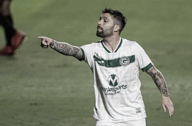 Goiás sofre, mas aproveita falhas do Atlético-GO e vence primeiro clássico do Brasileirão