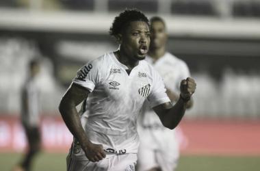 Marinho faz dois, e Santos vence Atlético-MG com autoridade